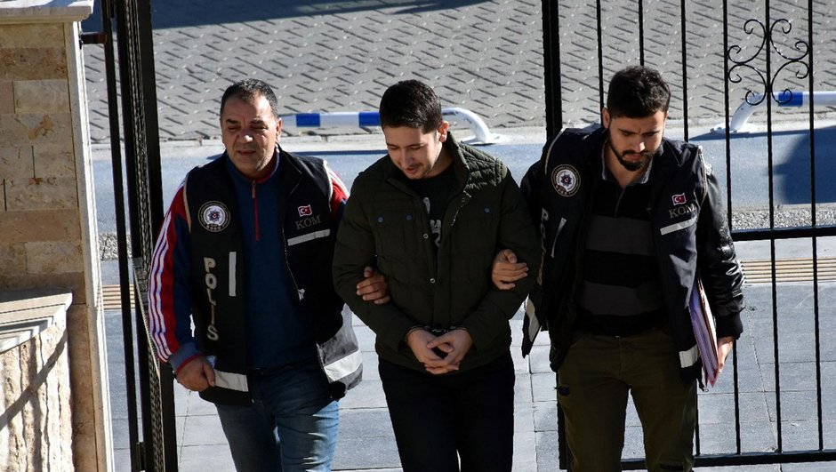 28-year-old lawyer detained while planning to flee Turkey to Rhodes
