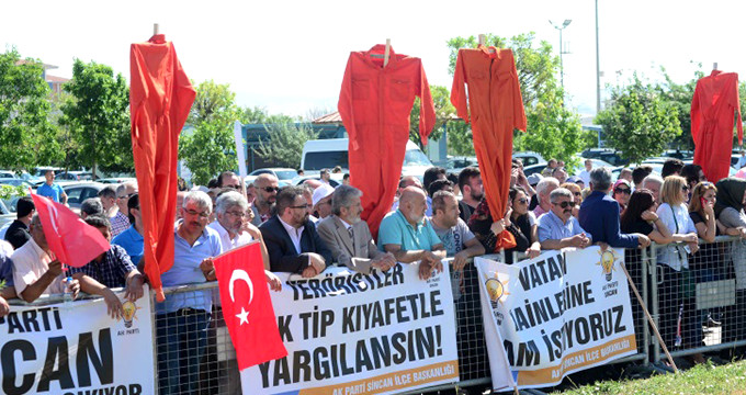 Pro-gov't daily says 60,000 post-coup prisoners to wear controversial jumpsuits