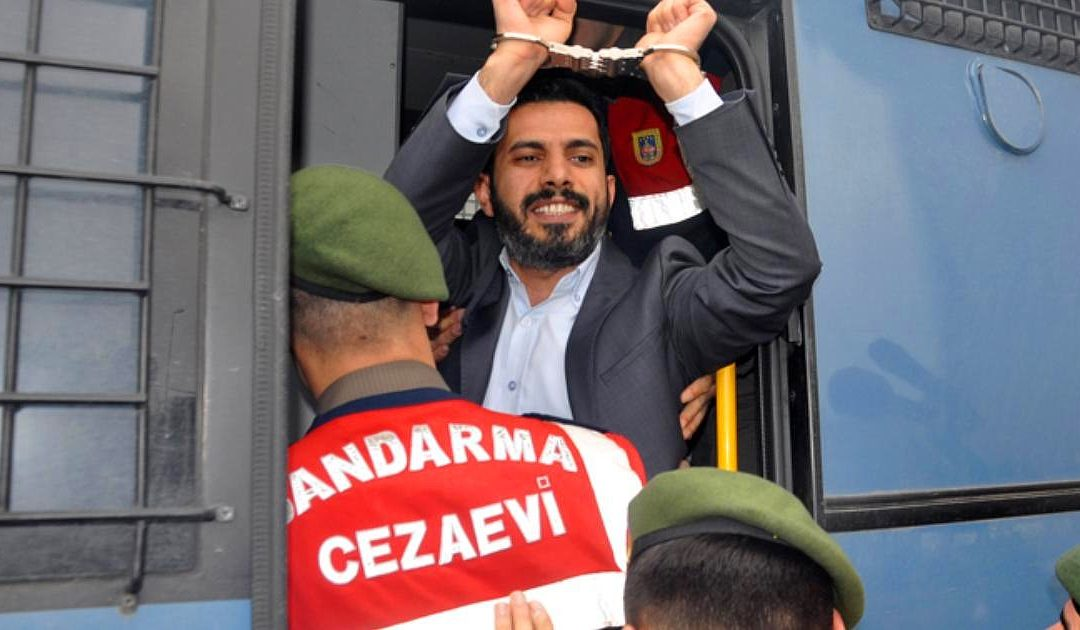 Journalist Mehmet Baransu remains arrested following court hearing