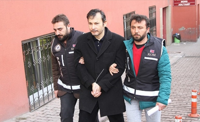[VIDEO] Former law faculty dean detained over Gülen links