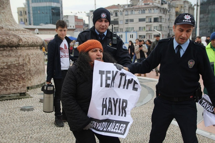 [VIDEO] Women protesting torture against jailed relatives detained in Istanbul