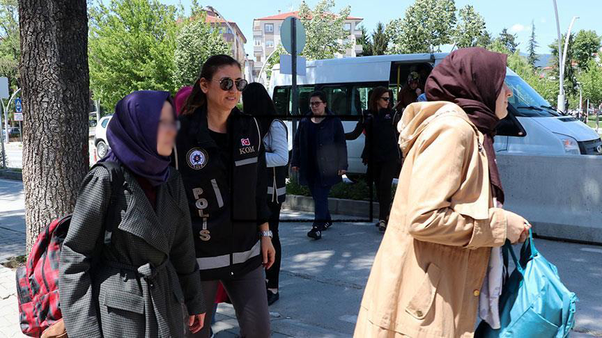 [VIDEO] 12 university students, 2 teachers detained over Gulen links in Turkey's Bolu
