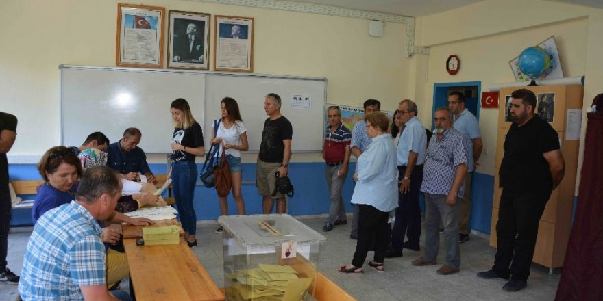 87 people with outstanding arrest warrants detained while casting votes in Turkey's elections