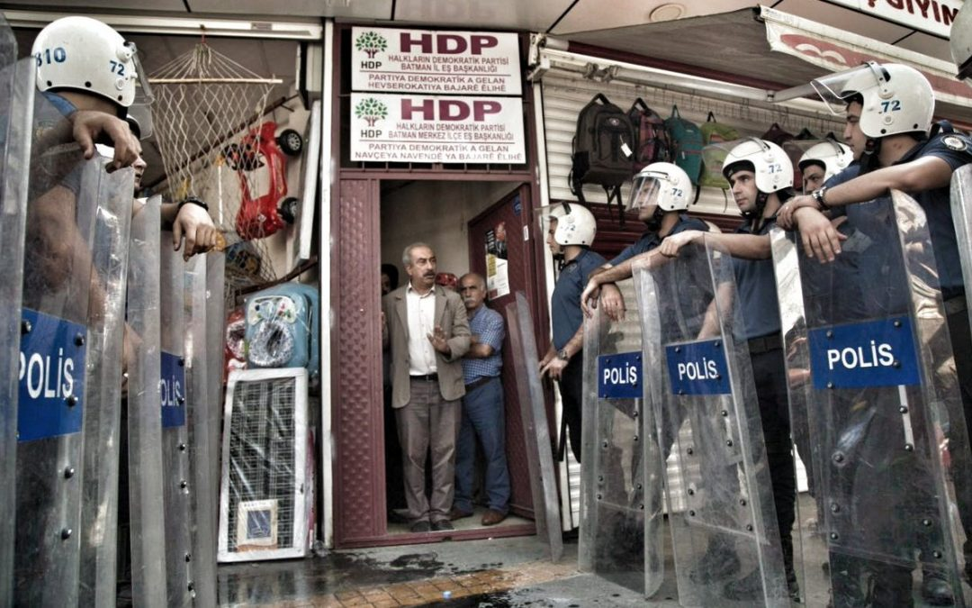 Turkey detains at least 140 Kurds in 10 provinces over 'terror links'