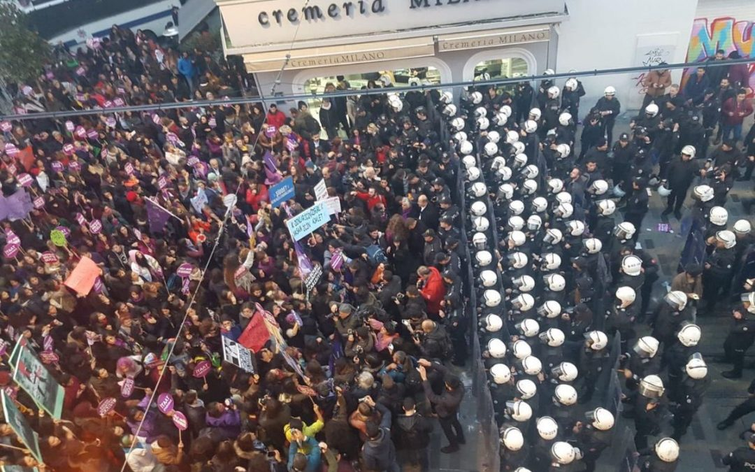 İstanbul police stifle Women's March