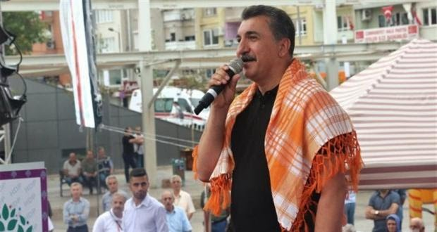 Kurdish singer Ferhat Tunc says leaving Turkey due to government pressure