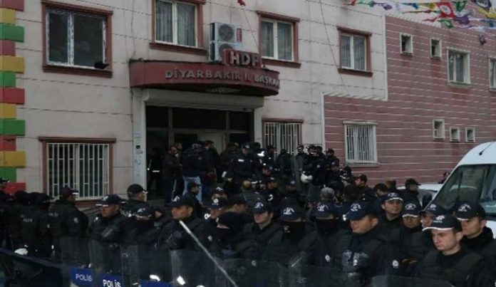 Police raid pro-Kurdish HDP's Diyarbakir office, detain 7 hunger strikers