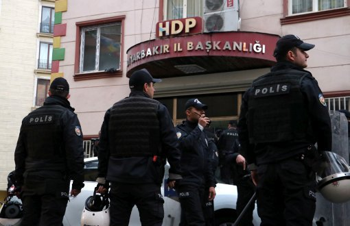 Turkish gov't removes 2 more elected pro-Kurdish mayors on terror charges, bringing total to 8