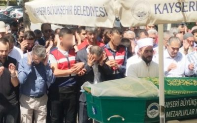 Imprisoned Gulenist businessman attends mother's funeral in handcuffs
