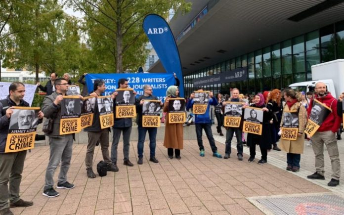 Journalists in exile hold protest in Germany in support of jailed colleagues in Turkey