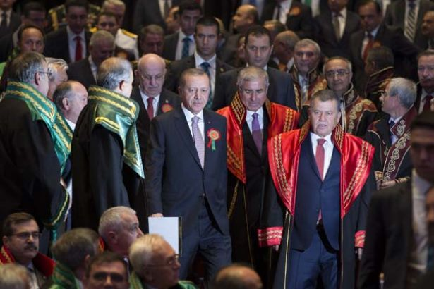 Turkey's top judicial body says 400 judges, prosecutors currently under investigation over terror links