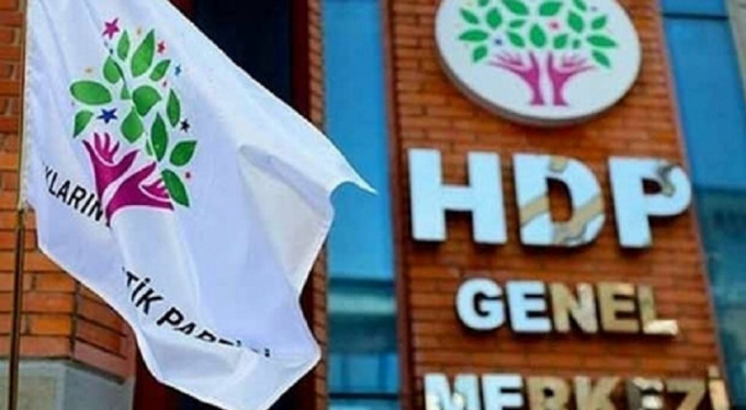Turkish gov't replaces 8 elected Kurdish mayors with pro-Erdogan trustees